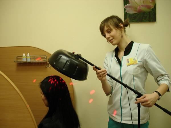 Выпадение волос может побрить налысы